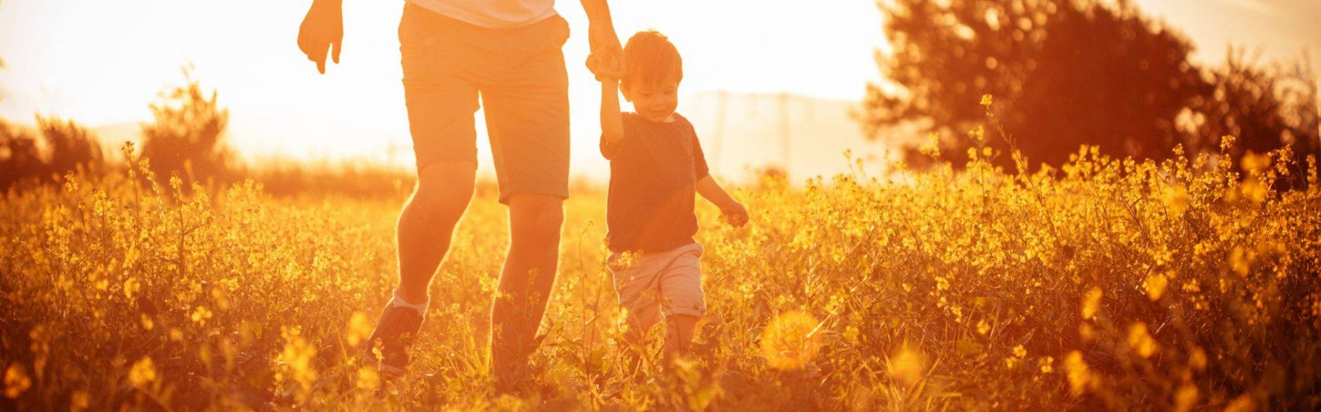 man-with-child-in-field-have-questions-about-osteopathy
